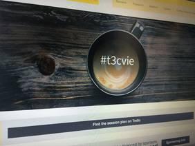 Bild zeigt Kaffeetasse mit mit einer Melange, typische für Wien Kaffeetradition, mit dem Hashtag t3cvie für das erste internatinale TYPO3 Camp in Wien